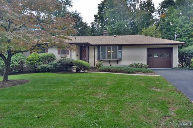 119 W Maple Avenue, Allendale, NJ 07401 (MLS #1841385) :: The Dekanski Home Selling Team