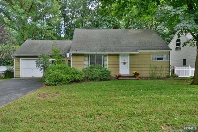 122 Spruce Street, Midland Park, NJ 07432 (MLS #1841403) :: The Dekanski Home Selling Team