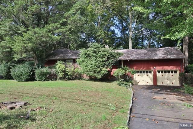 32 Saddlewood Drive, Hillsdale, NJ 07642 (#1841427) :: Group BK
