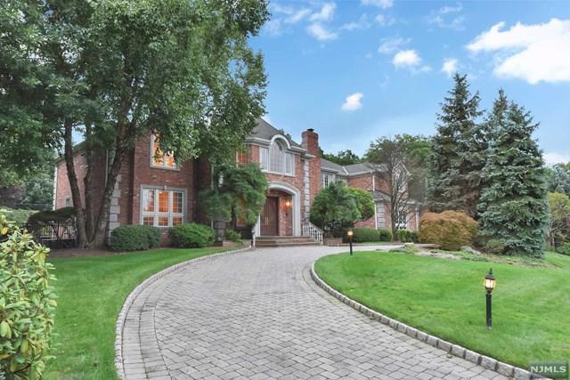 125 Huyler Landing Road, Cresskill, NJ 07626 (MLS #1841642) :: The Dekanski Home Selling Team