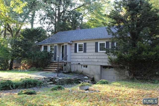 963 Crystal Lake Terrace, Franklin Lakes, NJ 07417 (MLS #1841737) :: William Raveis Baer & McIntosh