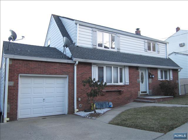 754 Kingsland Avenue, Ridgefield, NJ 07657 (MLS #1841920) :: William Raveis Baer & McIntosh