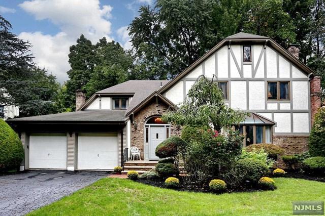 62 Eastbrook Drive, River Edge, NJ 07661 (MLS #1842420) :: The Dekanski Home Selling Team