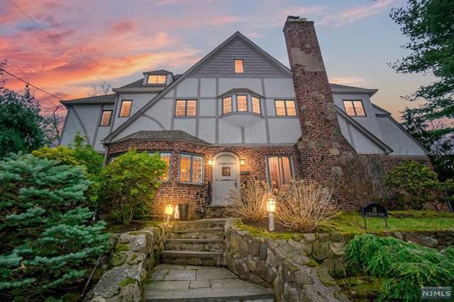 18 N Hillside Place, Ridgewood, NJ 07450 (MLS #1842545) :: The Dekanski Home Selling Team