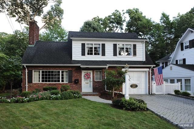 325 Windsor Terrace, Ridgewood, NJ 07450 (MLS #1842695) :: The Dekanski Home Selling Team