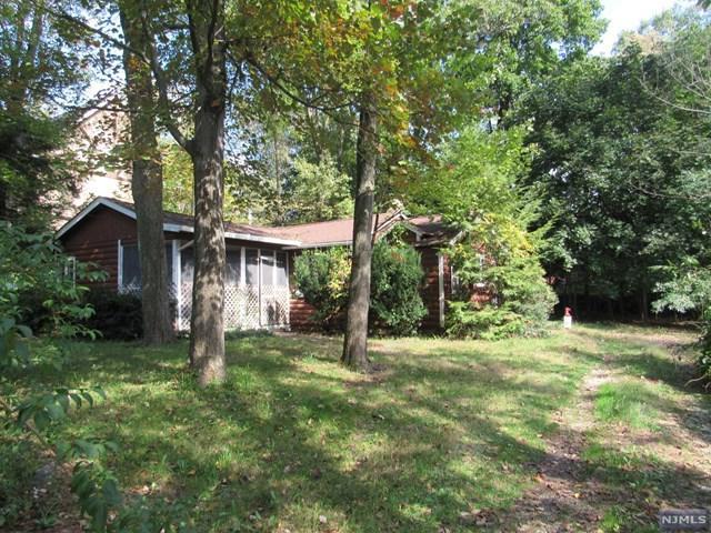 1118 E Lakeside Drive, Vernon, NJ 07422 (MLS #1843105) :: William Raveis Baer & McIntosh