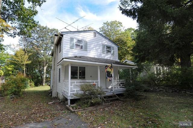 21 Elizabeth Road, West Milford, NJ 07421 (MLS #1843581) :: The Dekanski Home Selling Team