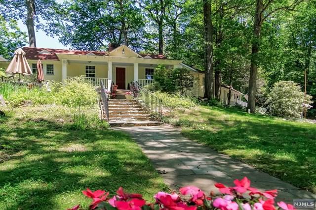 28 Turners Lake Drive, Mahwah, NJ 07430 (MLS #1843816) :: The Dekanski Home Selling Team