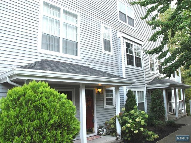 1362 Oxford Street #1362, Mahwah, NJ 07430 (MLS #1844080) :: The Dekanski Home Selling Team