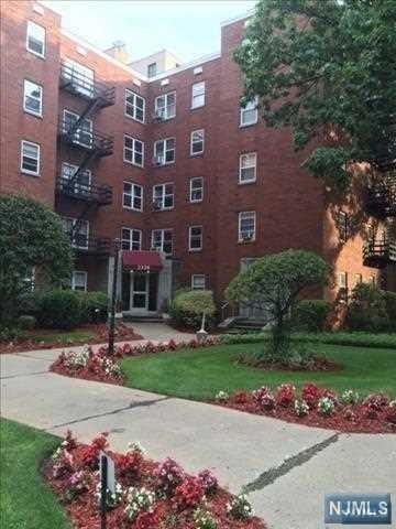 2320 Linwood Avenue 1F, Fort Lee, NJ 07024 (MLS #1844097) :: William Raveis Baer & McIntosh