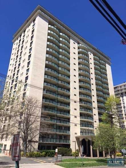 125 Prospect Avenue 4G, Hackensack, NJ 07601 (#1846717) :: RE/MAX Properties