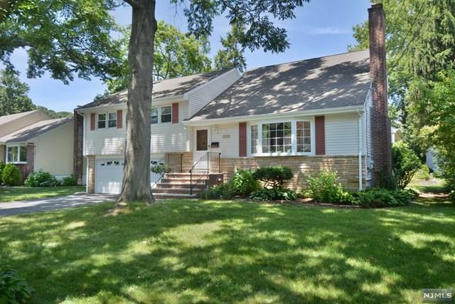 231 Burnside Place, Ridgewood, NJ 07450 (#1848360) :: Berkshire Hathaway HomeServices Abbott Realtors