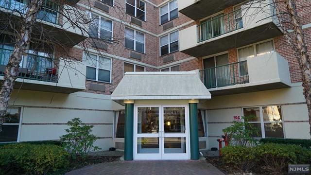 100 Grand Cove Way 2H, Edgewater, NJ 07020 (MLS #1849238) :: William Raveis Baer & McIntosh