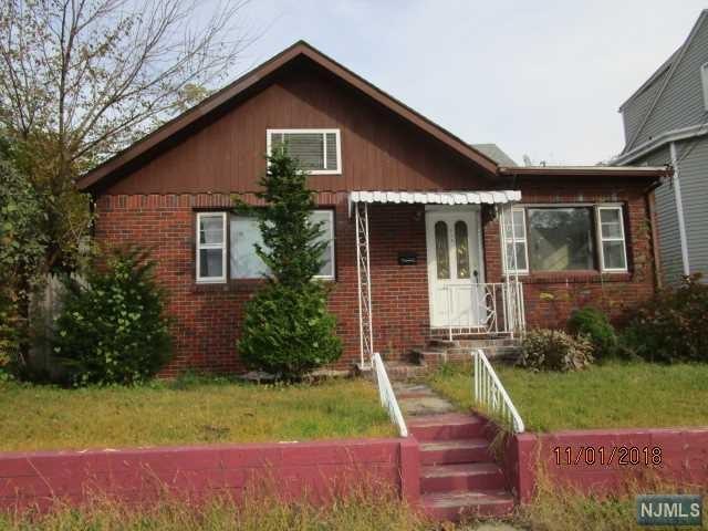 334 Van Dyke Avenue, Haledon, NJ 07508 (MLS #1849450) :: The Dekanski Home Selling Team
