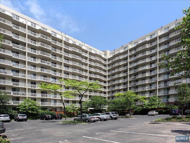1077 River Road #210, Edgewater, NJ 07020 (MLS #1901722) :: Team Francesco/Christie's International Real Estate