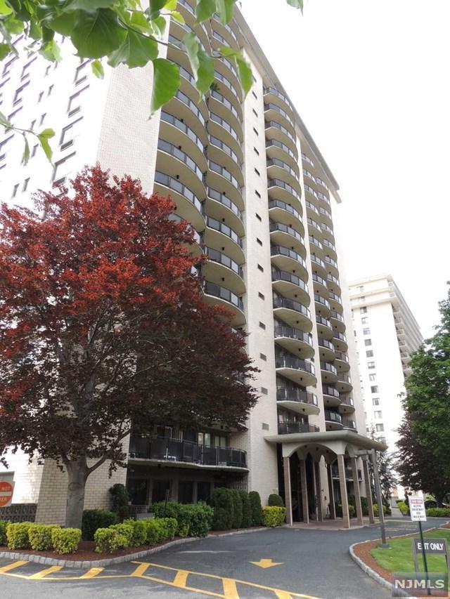 125 Prospect Avenue 3B, Hackensack, NJ 07601 (MLS #1902882) :: The Sikora Group