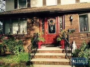345 Rochelle Avenue, Rochelle Park, NJ 07662 (#1902891) :: Group BK