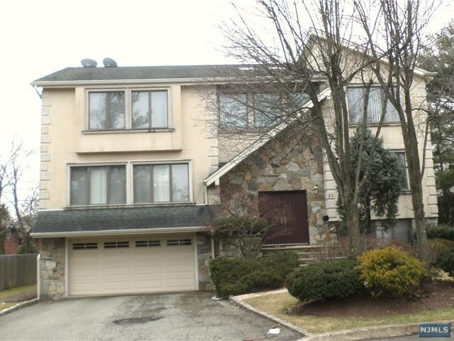 28 Roslyn Court, Englewood Cliffs, NJ 07632 (MLS #1903705) :: William Raveis Baer & McIntosh