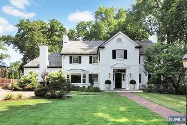 483 Winthrop Road, Teaneck, NJ 07666 (#1906655) :: Group BK