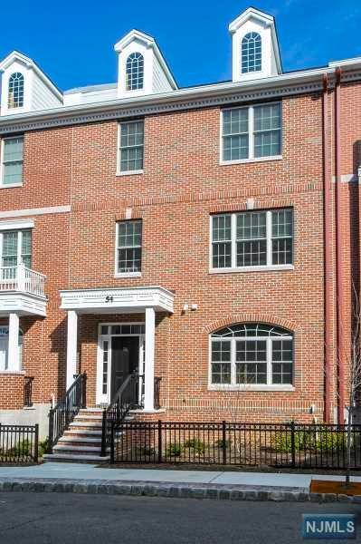 54 Carillon Circle, Livingston, NJ 07039 (MLS #1910412) :: Team Francesco/Christie's International Real Estate