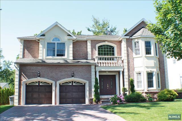 2 Pelican Court, Paramus, NJ 07652 (MLS #1910806) :: Team Francesco/Christie's International Real Estate