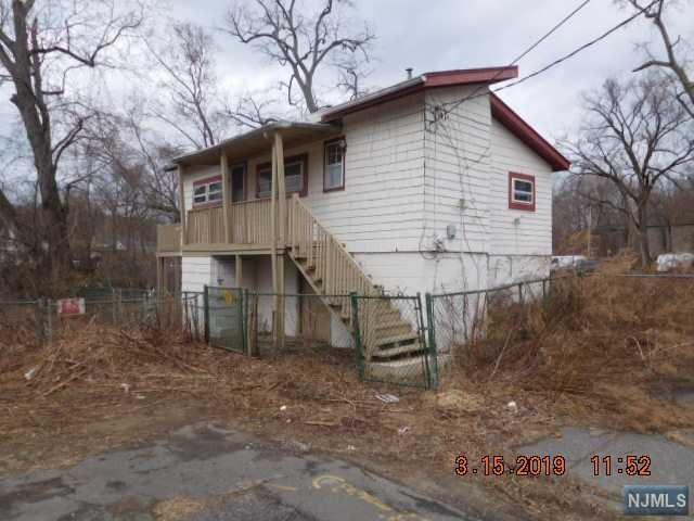 24 Pocahontas Trail, Wayne, NJ 07470 (#1910882) :: Group BK