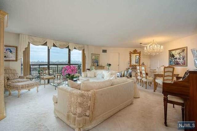 817 Harmon Cove Tower, Secaucus, NJ 07094 (MLS #1911141) :: Team Francesco/Christie's International Real Estate