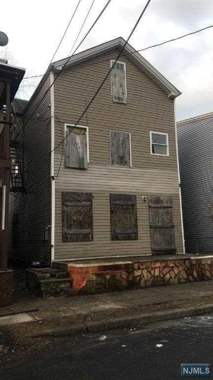 81 Arch Street, Paterson, NJ 07522 (MLS #1911149) :: Team Francesco/Christie's International Real Estate