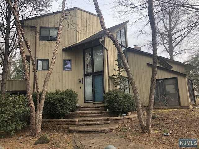 9 Country Lane, Mahwah, NJ 07430 (MLS #1911543) :: Team Francesco/Christie's International Real Estate