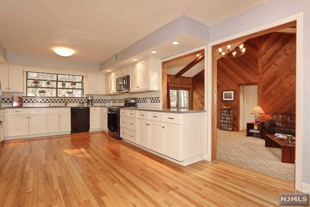 8 Hosking Way, Ramsey, NJ 07446 (MLS #1911568) :: Team Francesco/Christie's International Real Estate