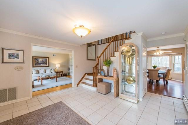 11 S Hampton Drive, Fairfield, NJ 07004 (#1911984) :: Berkshire Hathaway HomeServices Abbott Realtors