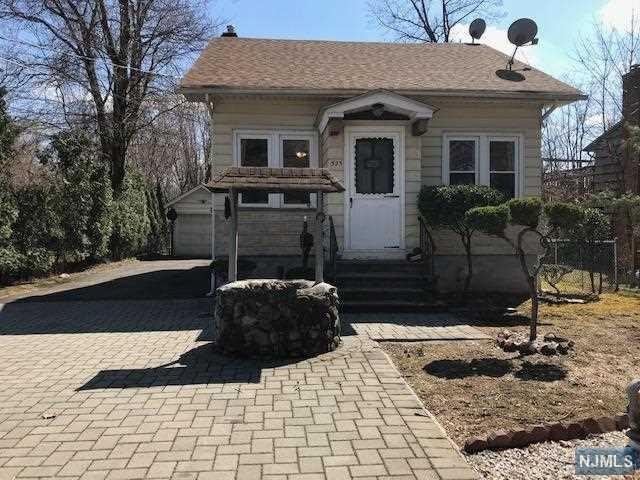 525 Westwood Avenue, River Vale, NJ 07675 (#1915516) :: Berkshire Hathaway HomeServices Abbott Realtors