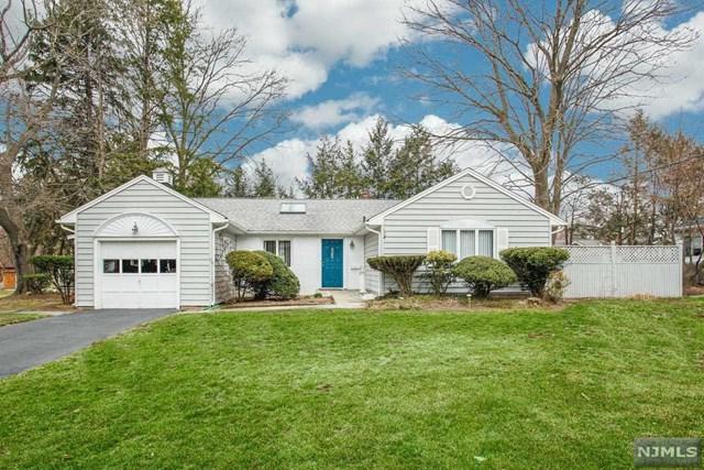 692 Hillsdale Avenue, Hillsdale, NJ 07642 (#1915655) :: Berkshire Hathaway HomeServices Abbott Realtors