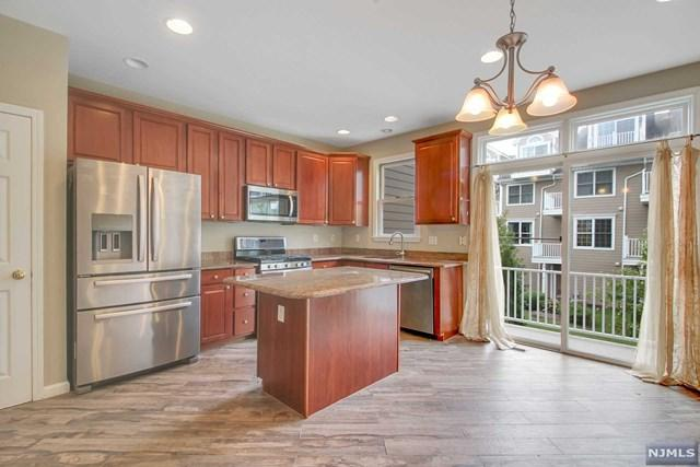 435 Albany Court, West New York, NJ 07093 (#1915743) :: Berkshire Hathaway HomeServices Abbott Realtors