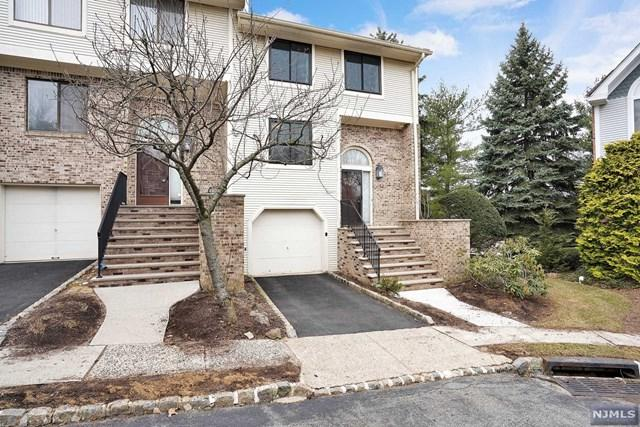 9 Mount Vernon Square, Verona, NJ 07044 (#1916249) :: Berkshire Hathaway HomeServices Abbott Realtors