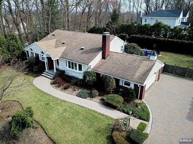 37 Strawberry Hill Road, Hillsdale, NJ 07642 (#1916616) :: Berkshire Hathaway HomeServices Abbott Realtors