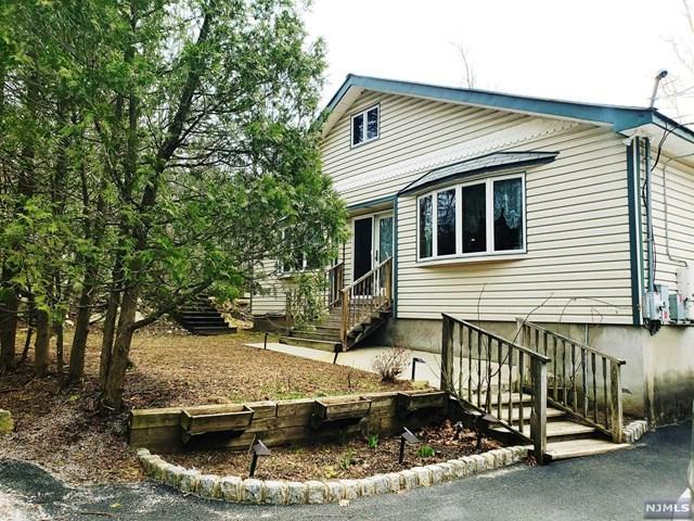 24 Bayonne Drive, West Milford, NJ 07421 (#1916979) :: Berkshire Hathaway HomeServices Abbott Realtors