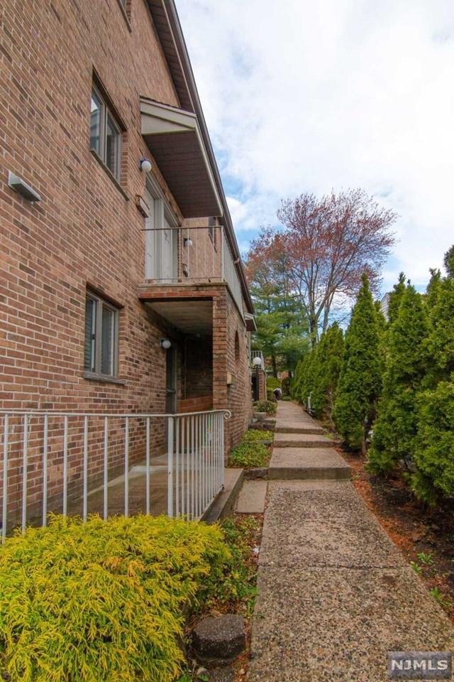 2348E 5th Street E, Fort Lee, NJ 07024 (#1917691) :: Berkshire Hathaway HomeServices Abbott Realtors