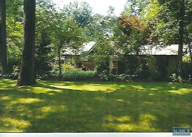37 Crestview Terrace, Montvale, NJ 07645 (#1918300) :: Berkshire Hathaway HomeServices Abbott Realtors