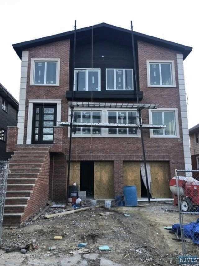 412 Lawton Avenue, Cliffside Park, NJ 07010 (#1918939) :: Berkshire Hathaway HomeServices Abbott Realtors