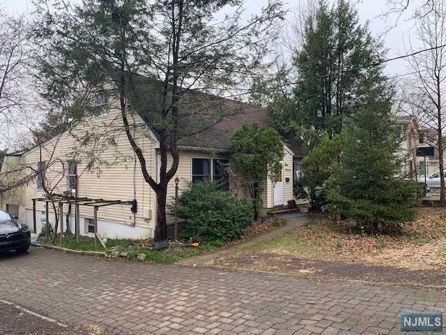 311 Haywood Drive, Paramus, NJ 07652 (#1923463) :: NJJoe Group at Keller Williams Park Views Realty