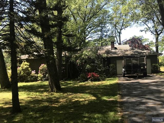 83 Rose Avenue, Woodcliff Lake, NJ 07677 (#1924161) :: Berkshire Hathaway HomeServices Abbott Realtors