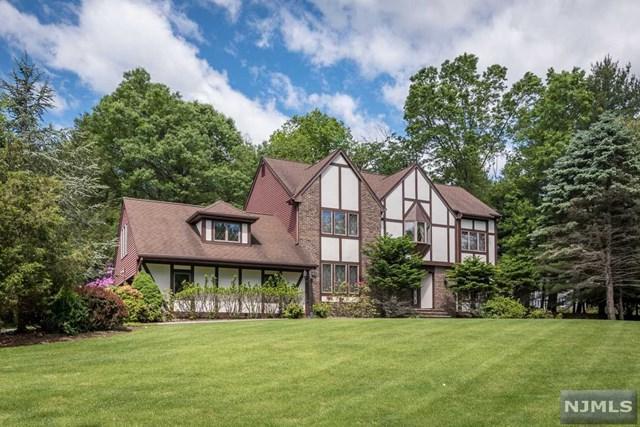 36 Hillcrest Drive, Upper Saddle River, NJ 07458 (#1924850) :: NJJoe Group at Keller Williams Park Views Realty