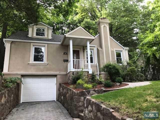 251 Glenwood Avenue, Leonia, NJ 07605 (MLS #1927046) :: William Raveis Baer & McIntosh