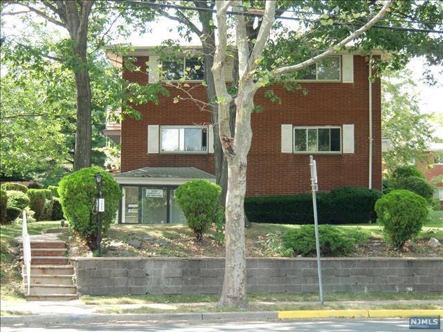 1323 Anderson Avenue, Fort Lee, NJ 07024 (MLS #1929114) :: William Raveis Baer & McIntosh