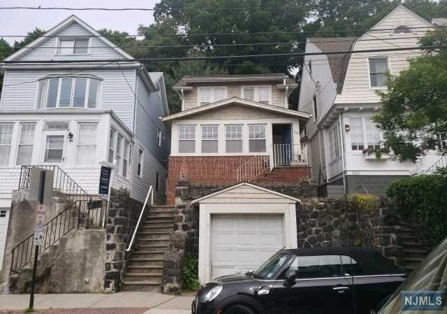 530 Undercliff Avenue, Edgewater, NJ 07020 (MLS #1929200) :: William Raveis Baer & McIntosh