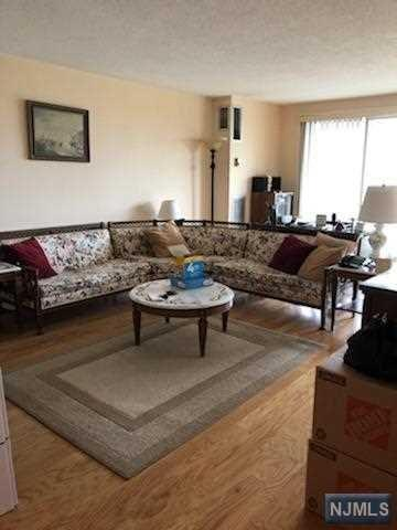 555 North Avenue 7T, Fort Lee, NJ 07024 (MLS #1933659) :: Team Francesco/Christie's International Real Estate