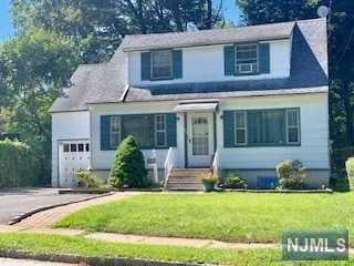 25 Hooper Avenue, West Orange, NJ 07052 (MLS #1938266) :: The Lane Team