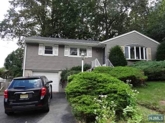 877 Ridgewood Blvd East, Twp Of Washington, NJ 07676 (MLS #1942758) :: William Raveis Baer & McIntosh