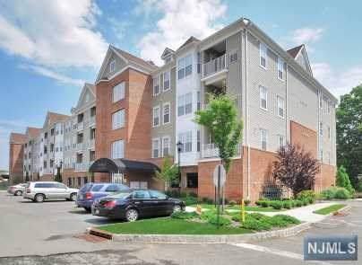105 Cory Lane, Elmwood Park, NJ 07407 (MLS #1942850) :: The Dekanski Home Selling Team